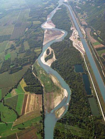 Vue aérienne du Rhône en Chautagne. Crédit : J. Lejot